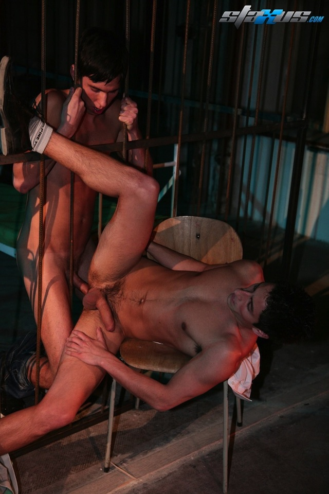 Nicolas Cruz fucks the hot hole of Daniel Wood in the prison (4)