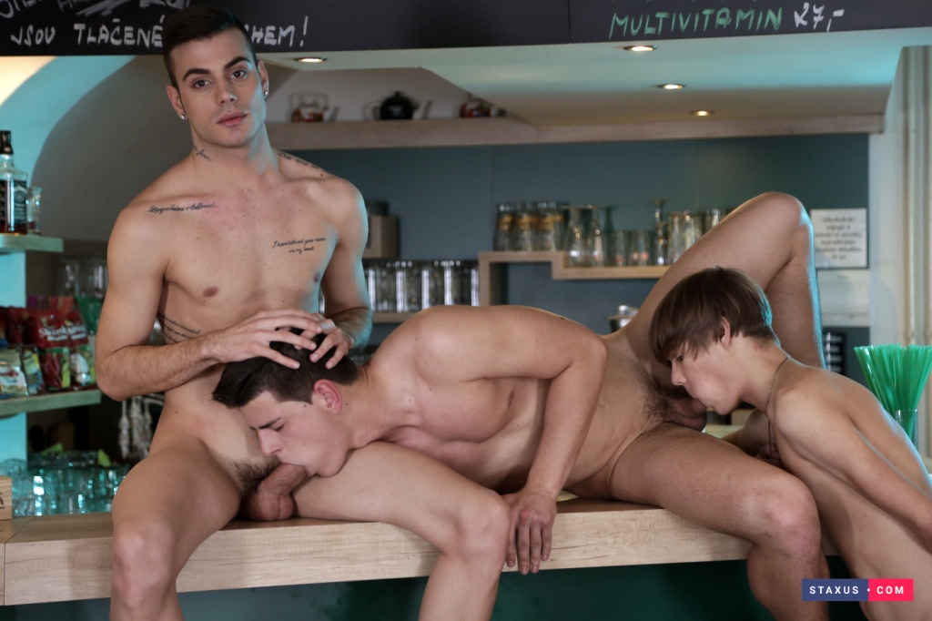 big-dicked-three-way-05