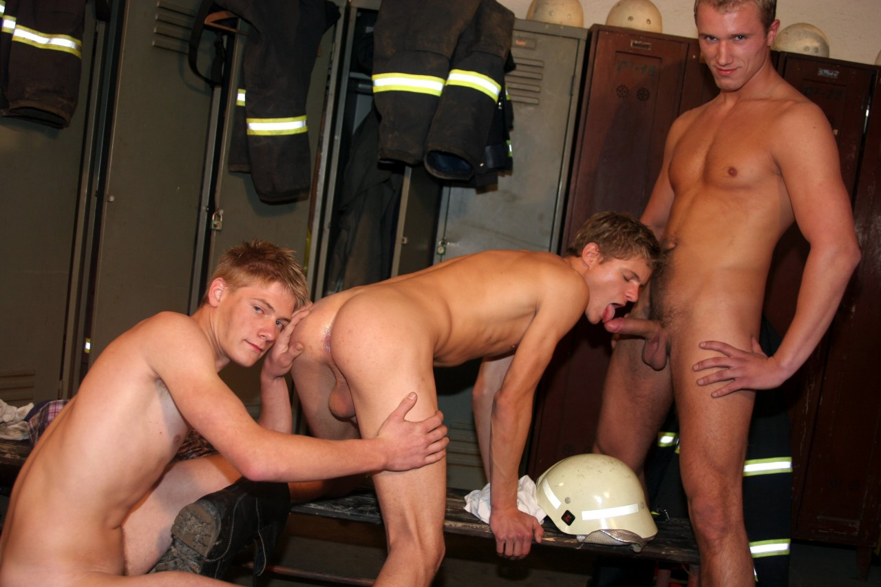 Raw_Heroes_Hard_Tasmo_Diablo_(Ginger)_Andrew_Shut,_Mario_Raffenelly_(muscley)